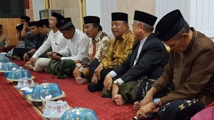 Bupati Toraja Utara Kalatiku Paembonan turut hadir pada kegiatan Maulid Nabi Muhammad SAW 1440 H di Masjid Agung Rantepao, Selasa, 20/11