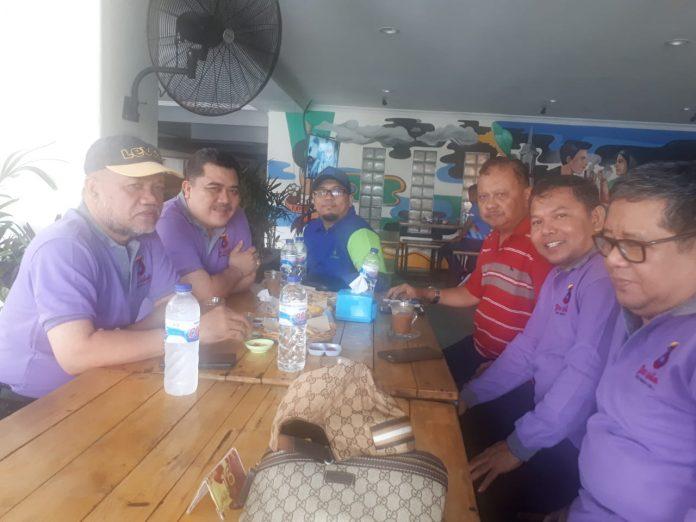 Suasana diskusi santai yang berlangsung di Hotel Grand Puri Tamalanrea, Minggu 25 November 2018. [Foto:/Ist]