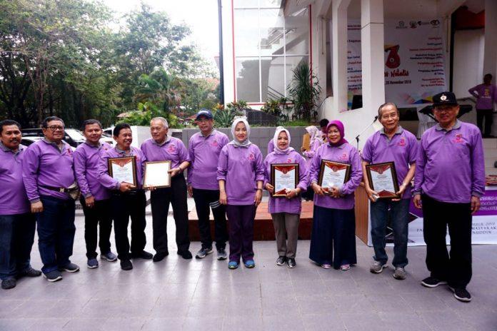 Foto bersama usai acara puncak perayaan dies natalis FKM Unhas ke-36. [Foto:/Ist]