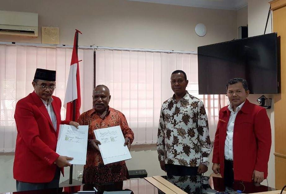 Memorandum of Agreement (MoA) antara Dekan FKM Unhas dengan FKM Uncen yang berlangsung di Ruang Kandouw FKM Unhas Rabu, 28 November 2018.[Foto:/Ist]
