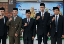 (kiri ke kanan) Lidemar Halide,M.T. (Pudir III), Dr. Tawakkal (Pudir II), Muhammad Anshar, Ph. D. (Direktur), Ahmad Zubair Sultan, Ph.D. (Pudir I), Fajar, M. Eng. (Pudir IV).[Foto:/Ist]