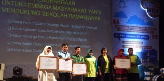 IGI Susel dan IGI NTB mendapatkan penghargaan kategori lembaga masyarakat pendukung aktif sekolah ramah anak (SRA).[Foto:/Ist]