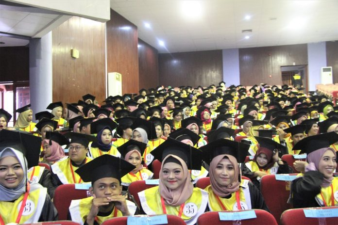 873 alumni baru Unhas ikut wisuda sarjana periode II tahun akademik 2018/2019 di Baruga AP Pettarani.[Foto:/Ist]