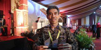 Direktur PNUP, Ir Muhammad Anshar, MSi. Ph.D., menerima tiga penghargaan di ajang Anugerah Humas PTN dan LLDikti 2018 yang diselenggarakan pada acara rapat kerja nasional Riset, Teknologi, dan Pendidikan Tinggi (Kemenristekdikti) di Universitas Diponegoro Semarang, pada Kamis, 3 Januari 2019.[Foto:/Ist]