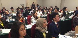 Nurul Magfirah dan Patrecia Batti saat mengikuti Konferensi Global Goals Model United Nation yang berlangsung di Malaysia.[Foto:/Ist.]