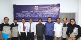 Foto bersama Kepala LLDikti Prof Jasruddin, MSi (keempat dari kiri) bersama rektor Unibos dan jajarannya.[Foto:/Ist.]