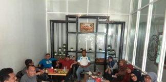 Pertemuan pengurus PERSAKMI dan IAKMI Sulsel membahas penggalangan donasi untuk korban bencana alam Sulsel.[Foto:/Ist.]