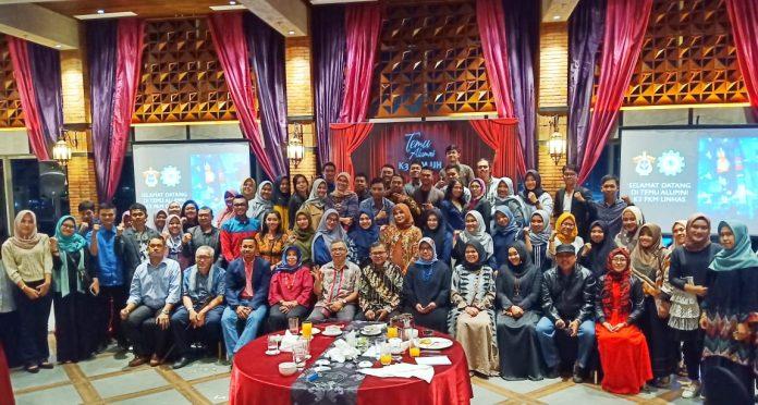 Foto bersama usai acara temu alumni K3 FKM Unhas.[Foto:/Ist.]