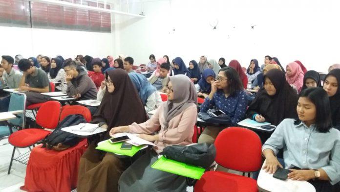Mahasiswa FKM Unhas ikut sosialisasi PMW.[Foto:/Ist.]