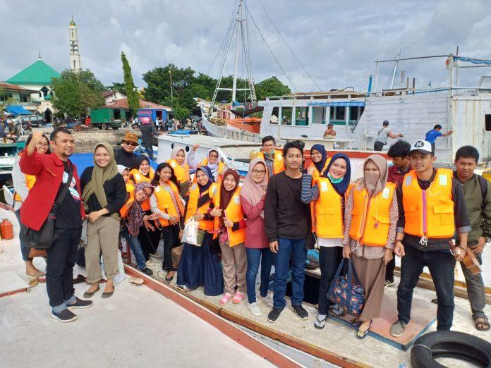 Dosen dan mahasiswa S1, S2 serta alumni Kesehatan dan Keselamatan Kerja FKM Unhas melakukan penelitian dan pengabdian masyarakat di Pulau Lumu-Lumu.[Foto:/Ist.]