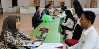 Proses verifikasi administrasi bagi calon mahasiswa baru yang telah dinyatakan lulus melalui jalur SNMPTN.[Foto:/Ist.]