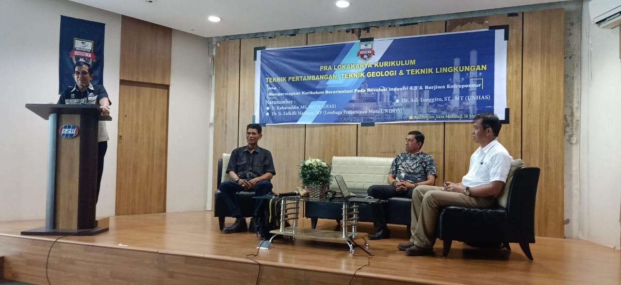 Rektor Unibos, Prof Saleh Pallu, M.Eng, saat memberikan sambutan pada pembukaan lokakarya FT Unibos.[Foto:/Ist.]