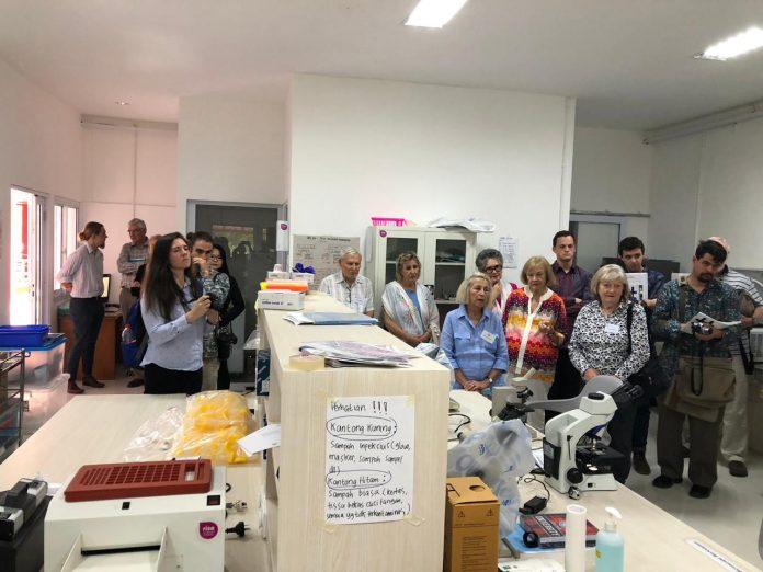 Kunjungan delegasi AIIA ke Laboratorium Penelitian FKM Unhas.[Foto:/Ist.]