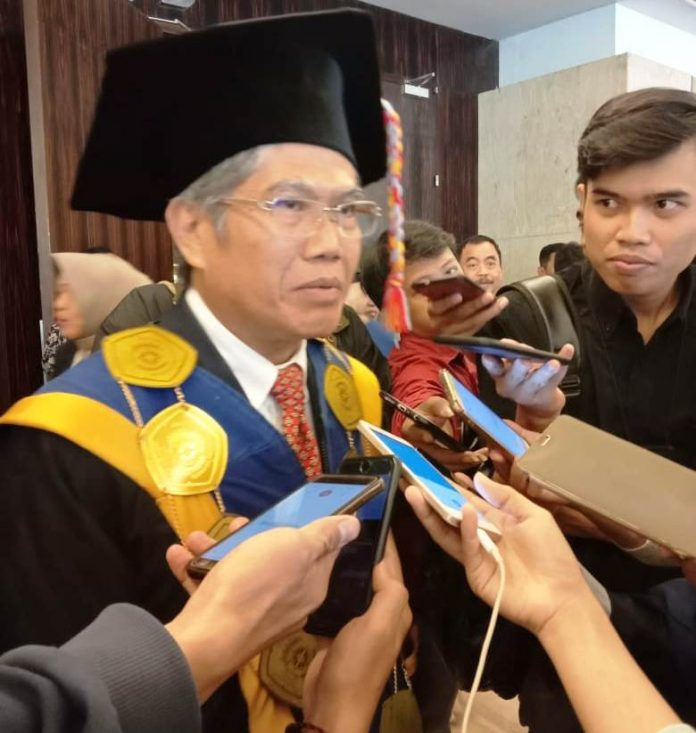 Dr H Mashur Razak, SE., MM., selaku Ketua STIE Nobel Indonesia