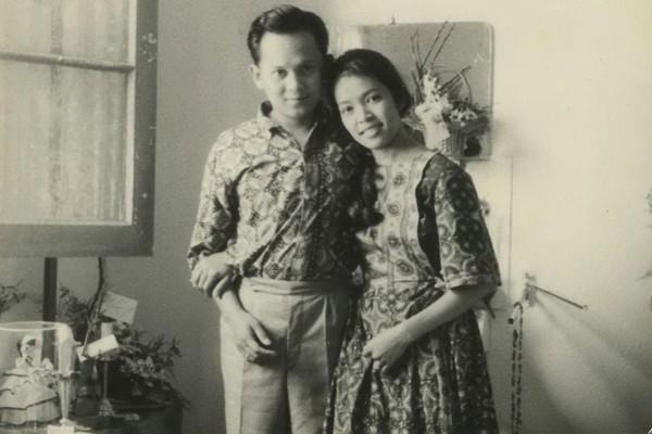 BJ Habibie bersama Hasri Ainun